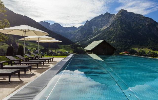 Hallers Geniesserhotel Kleinwalsertal Pool (c) Walser - Hallers Geniesserhotel