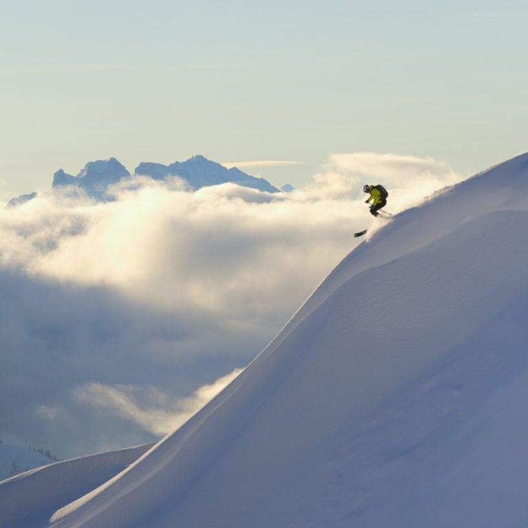 Panorama Pfannenkopf Alpe Rauz Skifahrer (c) Sepp Mallaun-Vorarlberg Tourismus