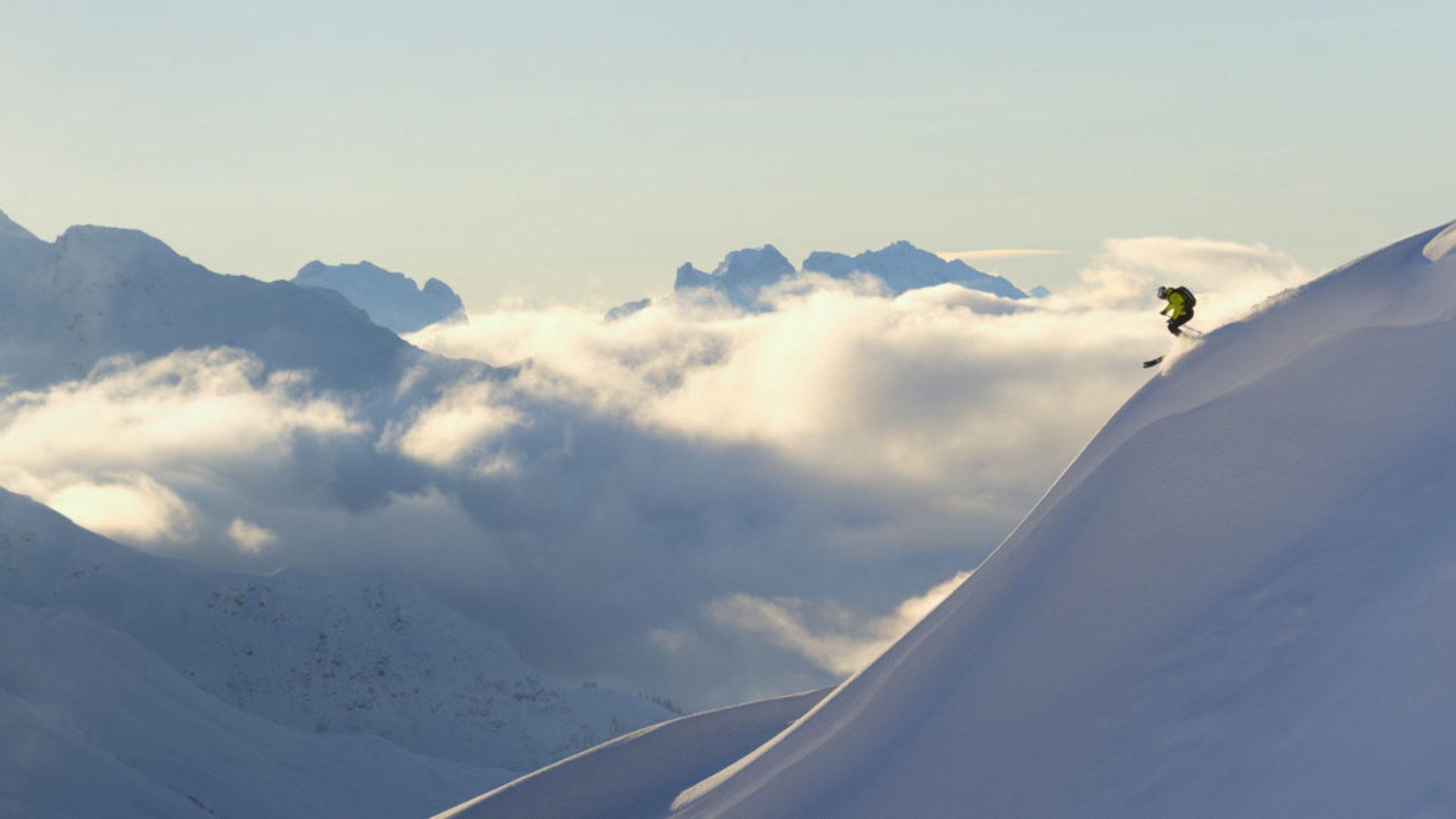 Skifahrer Panorama Pfannenkopf Alpe Rauz Arlberg © Sepp Mallaun / Vorarlberg Tourismus