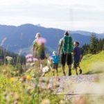 Familienwanderung auf der Fluchtalpe, Kleinwalsertal (c) Oliver Farys - Kleinwalsertal Tourismus eGen