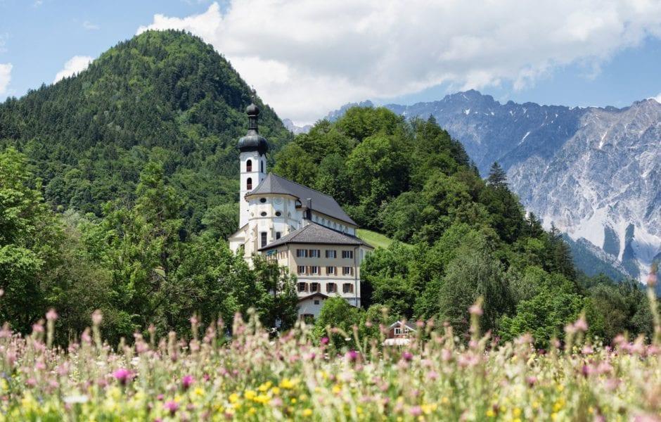 Blick auf die Tschaggunser Kirche, (c) Montafon Tourismus - Andreas Haller