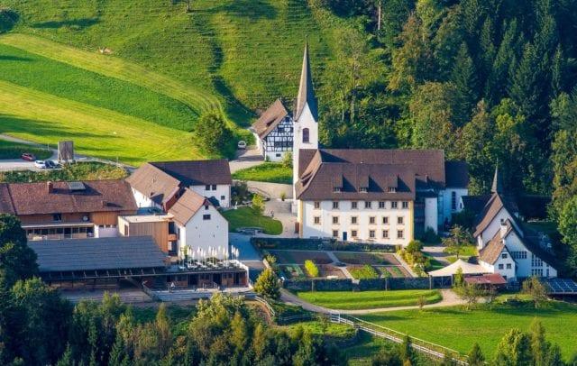 Propstei im Sommer (c) Propstei St. Gerold, Fotograf Christoph von Siebenthal.jpg