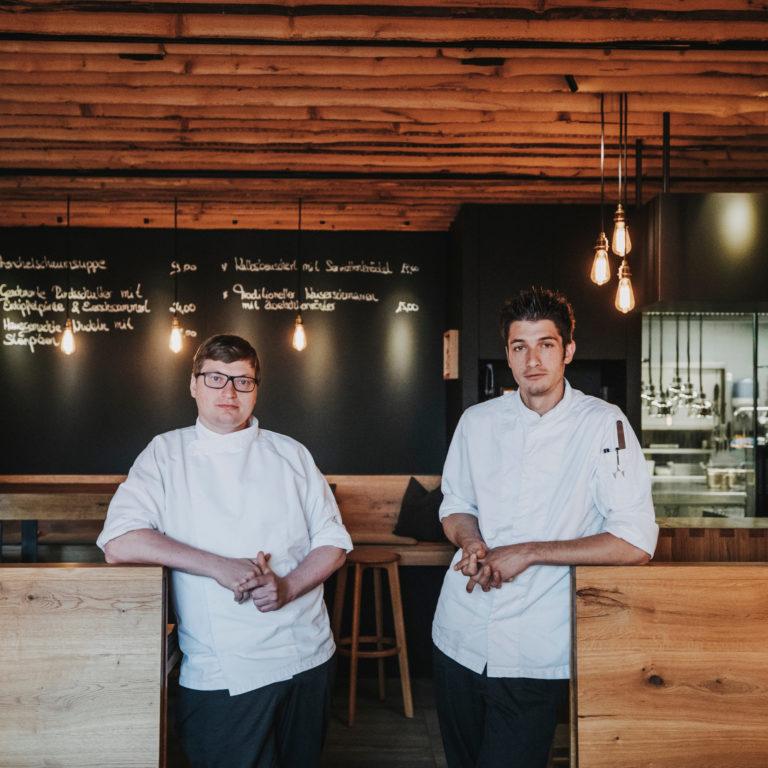 Markus Gitterle and Tobias Schöpf in the Fuxbau Restaurant, Stuben © Angela Lamprecht / Vorarlberg Tourismus