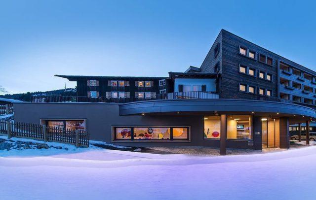 Alpholtel Hirschegg_Aussenanlage Winter (c) Alphotel