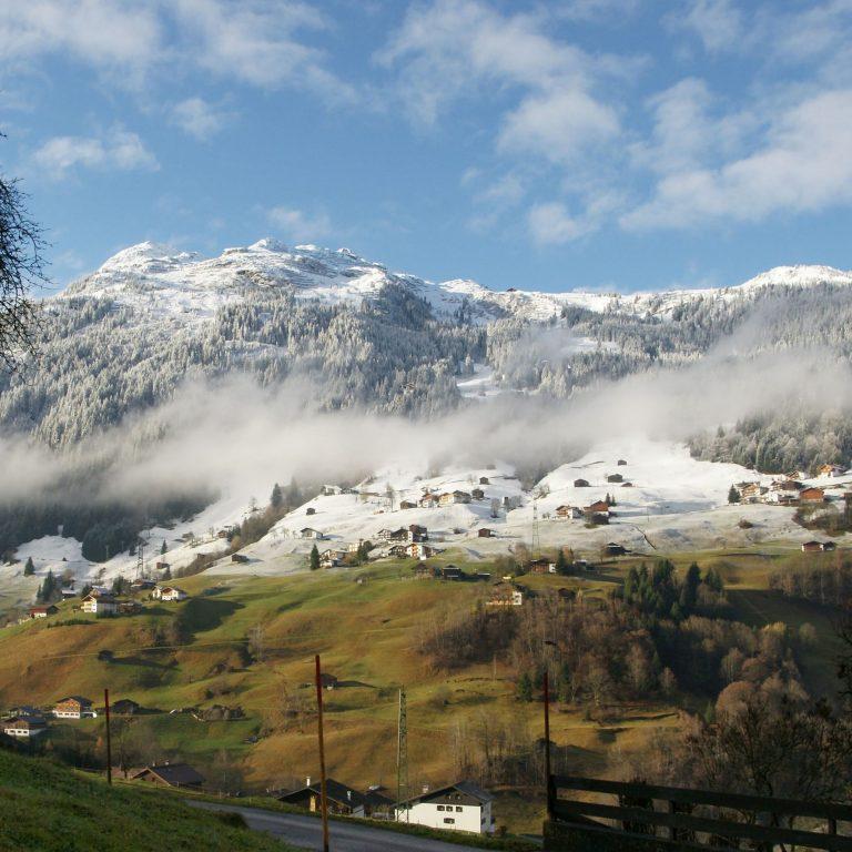 Gaschurn im Montafon, Erster Schnee (c) Friedrich Böhringer, Wikimedia Commons