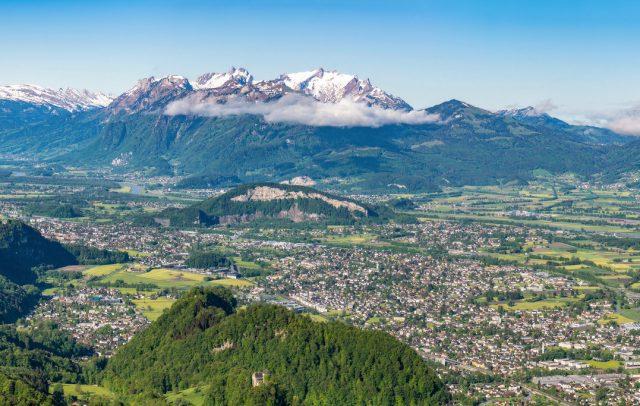 Blick vom Breiten Berg oberhalb von Hohenems aufs Rheintal