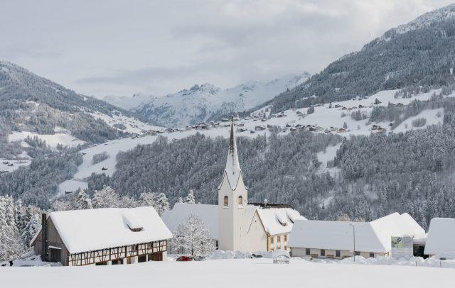 Propstei St. Gerold mit Raggal im Hintergrund © Oberhauser Photography / Vorarlberg Tourismus