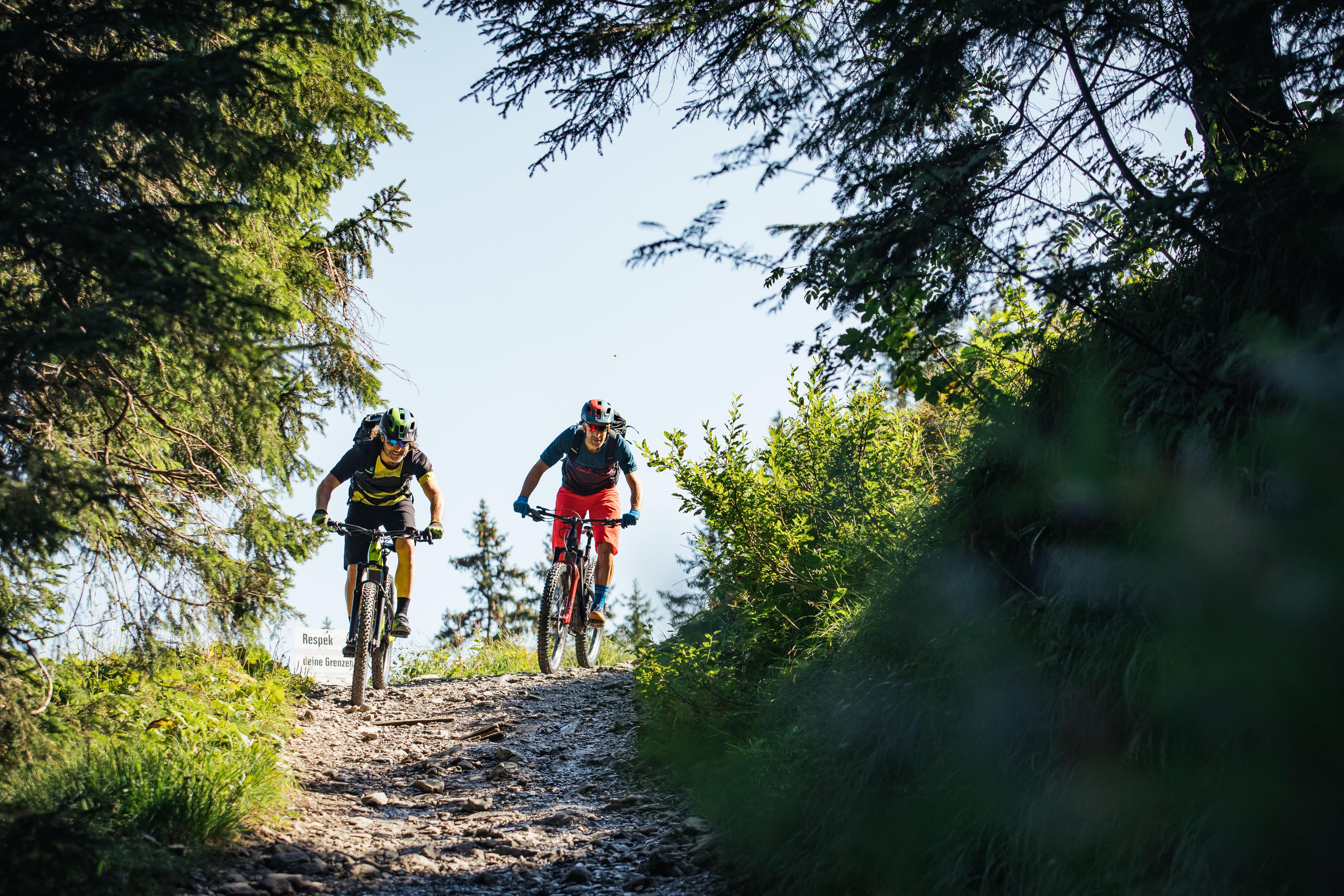 Mountainbiker auf der Rossstelle Mellau