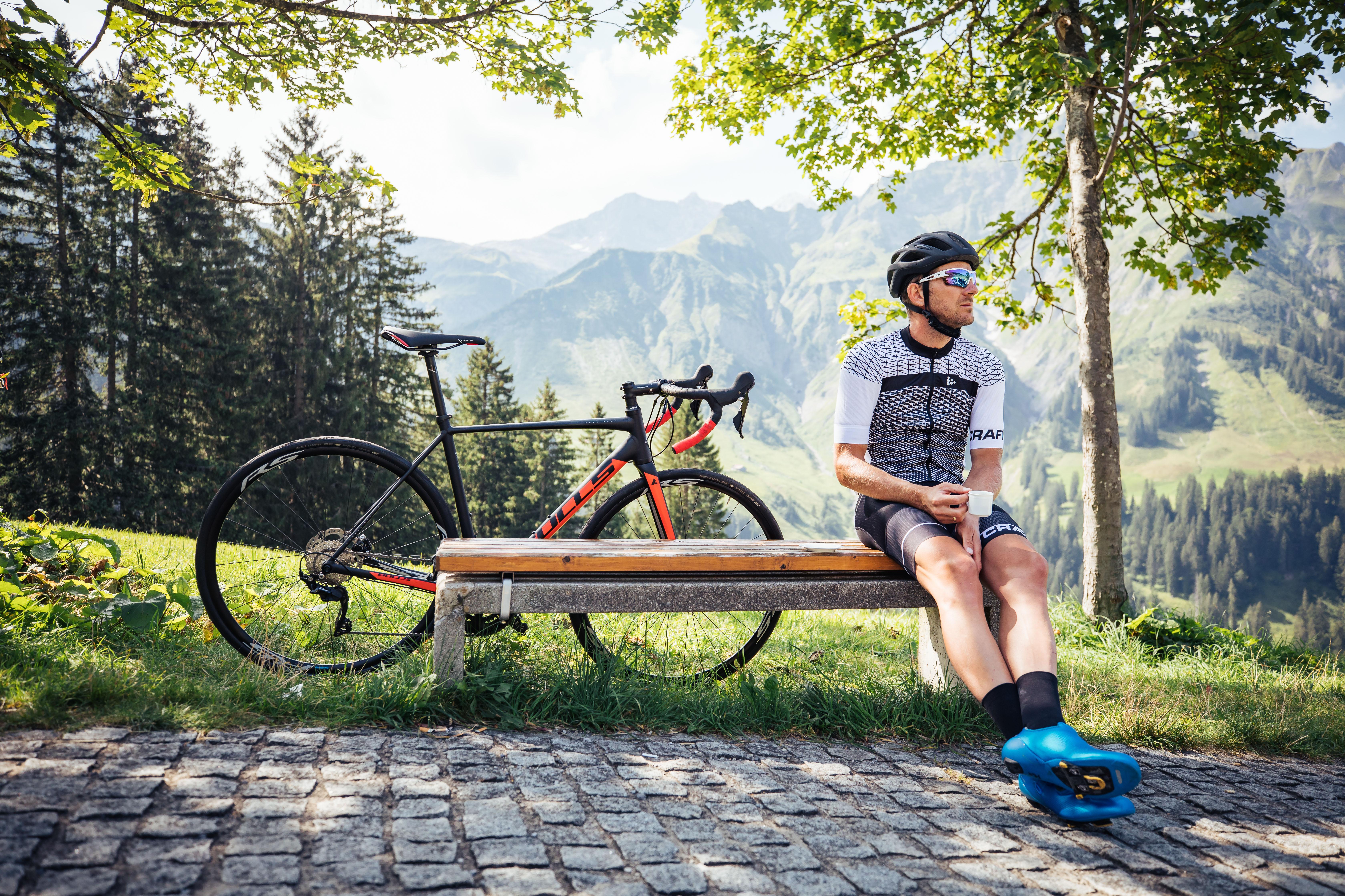 Rennradler bei der Rast