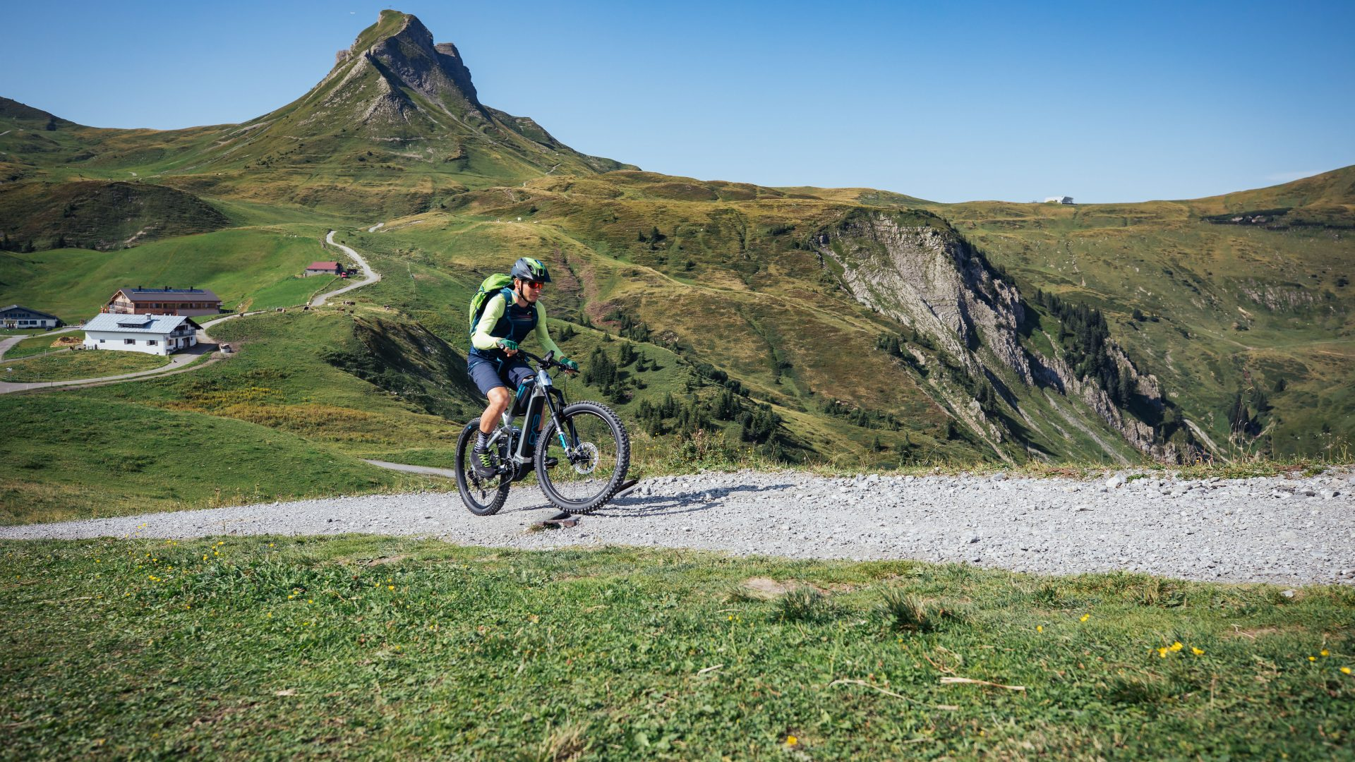 Mountainbiker am Fuße der Damülser Mittagspitze