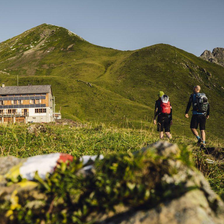 Bike und Hike zur Tilisunahütte (c) Stefan Schopf / WOM Medien