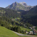 Links die Juppenspitze, rechts die Mohnenfluh