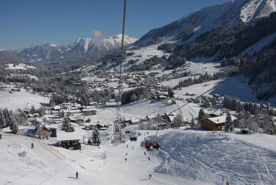 Blick auf Hirschegg, Wintertipps @ Oberstdorf Kleinwalsertal Bergbahnen