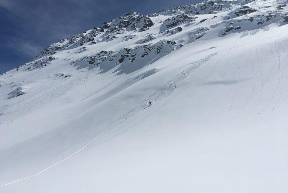 Die traumhaften Hänge unterhalb des Wildebene Kopfs (2.587 m) muss man sich erst durch einen längeren Aufstieg verdienen und erfordern sichere Verhältnisse (c) Berg- und Schiführer Alexander Klampfer