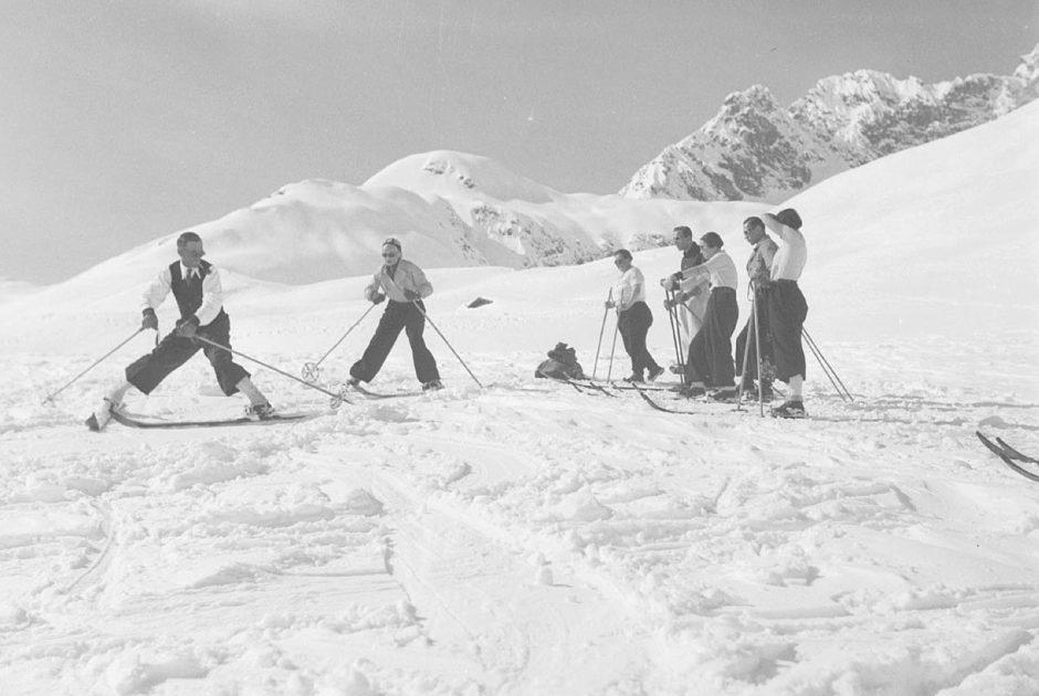 Gäste-Skikurs in Zürs am Arlberg (c) Sammlung Risch-Lau - Vorarlberger Landesbibliothek