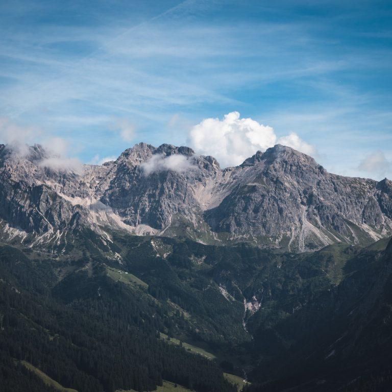 Blick von Ifen Alpe auf die Hammerspitzen, Sicher zu Gast in Vorarlberg (c) Thomas Stanglecher / Vorarlberg Tourismus