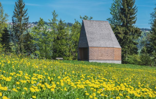 Kapelle Salgenreute in Krumbach im Frühling (c) Michael Meusburger - Bregenzerwald Tourismus