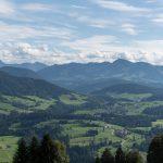Ausblick Richtung Hittisau und Krumbach vom Dorfplatz Sulzberg